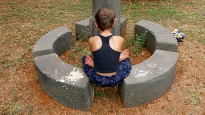на пути к Бодхиса́ттве медитация мальчик Индия Гоа