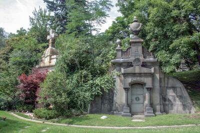 *** Кладбище