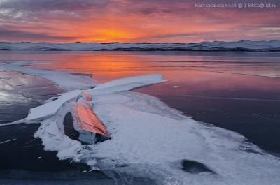 Осколок рассвета Байкал Малое Море зима лед