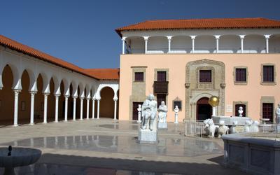 Ralli Museum. Кейсария. Колоннада Скульптуры Внешний двор