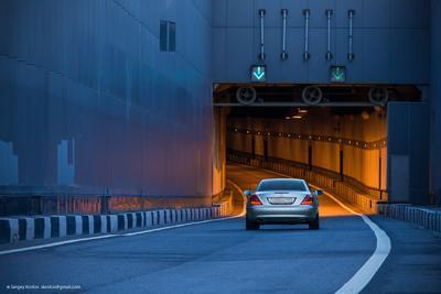 +++ mersedes bridge мост тоннель машина автомобиль контраст ритм близость