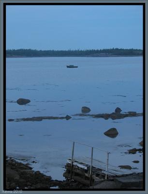 Гладь Белое Море, лодка, мост, белая ночь