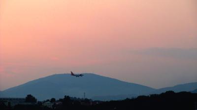 *** самолёт горы закат