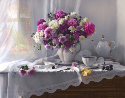 Теперь я осень выбрала в подруги… still life натюрморт цветы георгины хризантемы фото стихи сентябрь осень кленовые листья