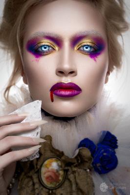 Queen of the Damned halloween портрет девушка студия фотошоп ретушь хэллоуин вампир страшный образ макияж retouch beauty vampire queen damned проклятый кровь ногти глаза eyes nails blood