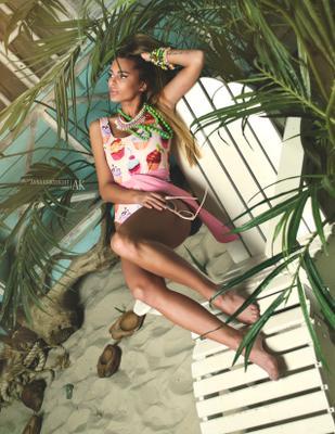 Summer Heat дизайнерская одежда купальники боди аксессуары журнал Elegantmagazine модель фотомодель студия цвет свет красота образ лицо бьюти фешн