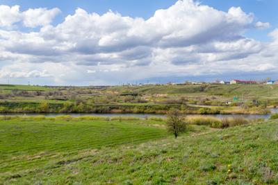 Долина Мечетки река весна степь природа ландшафт зелень облака