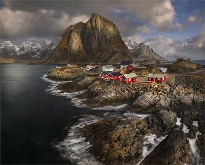 Рыбацкая деревушка. Норвегия Лофотены Рейне