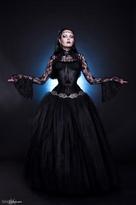 Iron heart готика антикварная кованое железное сердце вампир готическая альтернативная модель эсфирь белые линзы колдунья gothic antique wrought iron heart vampire alternative model esfir witch
