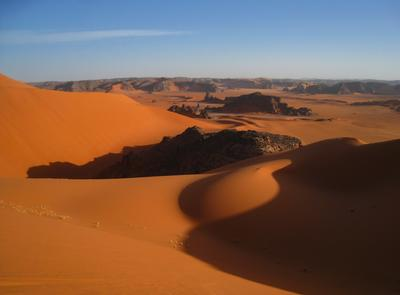 Вечер в Сахаре. Алжир пейзаж скалы дюны песок