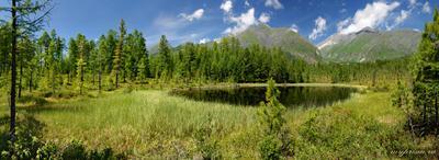 Горное озеро Саяны Тункинские гольцы горы озеро панорама