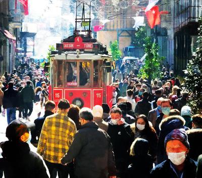 На Таксиме здесь всегда так.Стамбул.