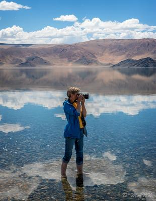 Про облачных фотографов Монголия долина горы июнь облака дорога аймак Баян Улгий степь озеро вода люди фотографы путешествие