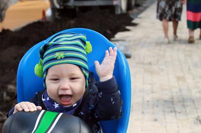 Радость от первой велопрогулки Ребёнок улыбка эмоция радости
