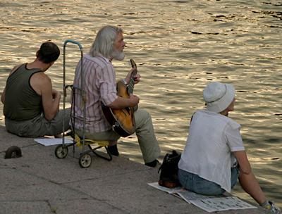 Репетиция перед выступлением музыкант, бард, репетиция, 2003г., СПб, вечер
