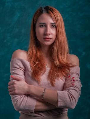 Яркая девушка портрет рыжая