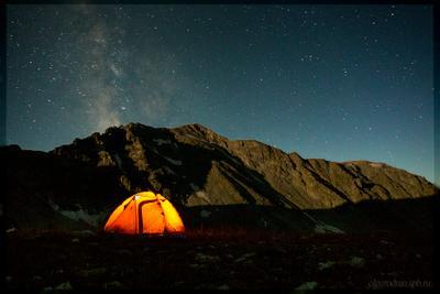 В свете луны кавказ горы поход палатка млечный звезды небо ночь луна свет
