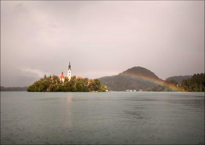 После дождя Радуга остров озеро Блед Словения