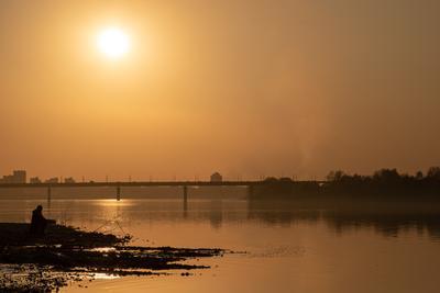 Вечерняя рыбалка Вечер закат река рыбак рыбалка солнце