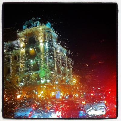 В Киеве дождь... дождь мокро вода город Киев стекло ночь