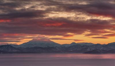 Панорамный снимок Вилючинского вулкана Камчатка вулкан закат