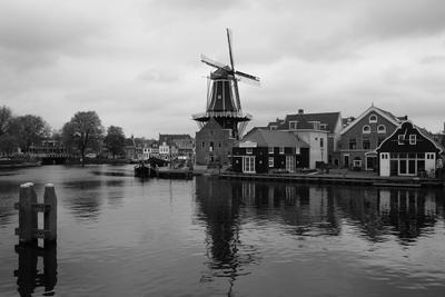 Вид на канал и мельницу в Гарлеме Haarlem the Netherlands windmill