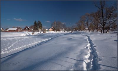 Тропа вдоль реки ... За 4 дня до марта.Судогда.Река.Заречная улица.Берег.Снег.Солнце.Тропа