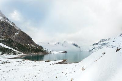 Озеро в горах Пейзаж горы снег зима озеро природа