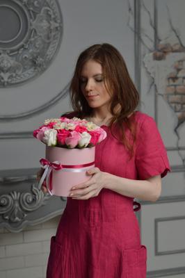 Какой аромат! модель букет розы аромат фотосессия стиль мода натуральное платье портрет жанр приятное красота праздник цветы подарок