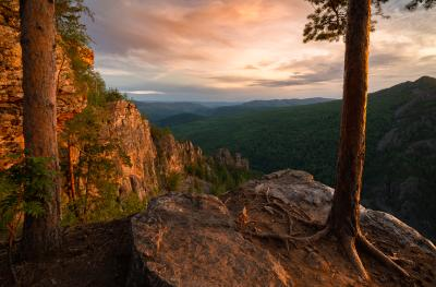 Рамка пейзаж рассвет горы скалы Айгир Южный Урал деревья