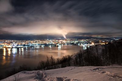 *** мурманск вечер ночь море залив зима север небо облака свет движение город