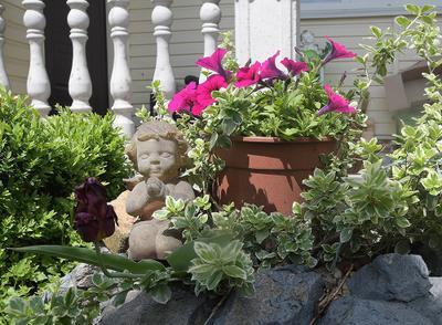 Ангел и роза Цветы скульптура