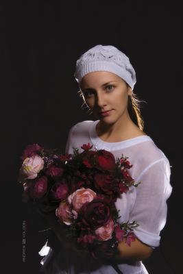 Портрет девушки девушка портрет цветы букет студия розы