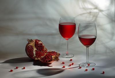 Гранатовый Гранат сок бокалы световая кисть