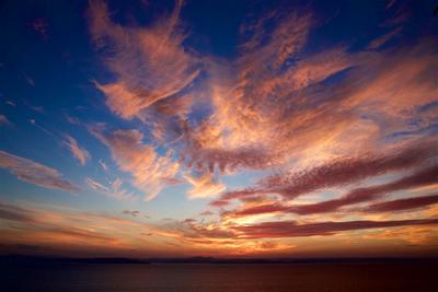 Жаркие линии неба Владивосток Август Амурский залив жара вечер