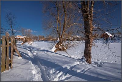 Солнце на лето ...... Солнце на лето.24.02.18.Судогда.Река Судогда.Солнце.Снег.Забор.Тропа.Деревья.Тени