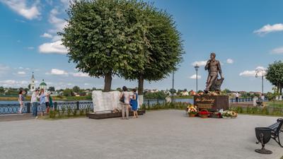 Памятник Андрею Дементьеву в Твери. Тверь