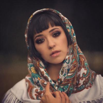 Посмотри на меня девушка платок взгляд нежность невинность красота