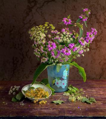 ***Луговые цветы и белая смородина