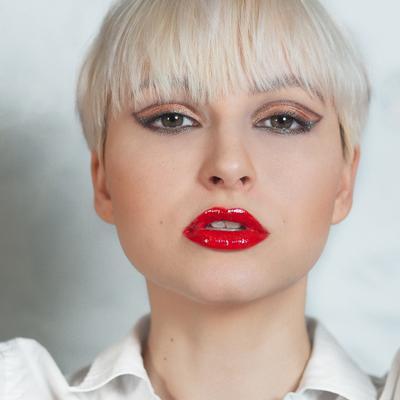 Ди девушка блондинка портрет
