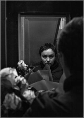 Незнакомка, выходящая в зеркало лифта... хлеб секс зрелища