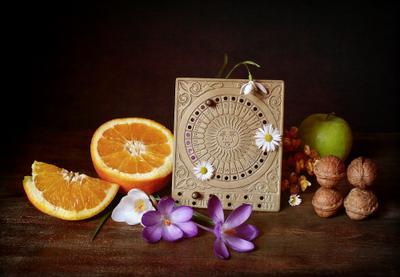 29 февраля - раз в четыре года в календаре натюрморт вечный календарь апельсины орехи крокусы високосный год