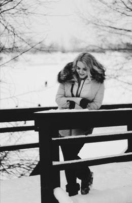 *** люди зима снег чб девушки Москва people winter snow girls