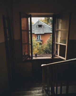 *** щелково подъезд двор лето окно