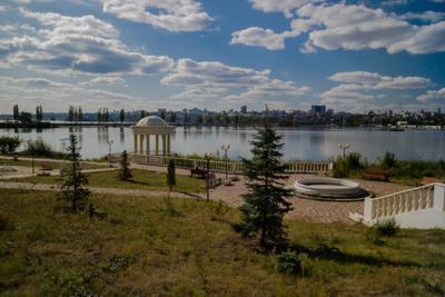 На набережной водохранилище набережная Спортивная Воронеж