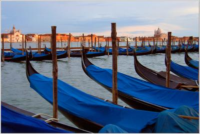 Лазурь Италия Венеция гондолы