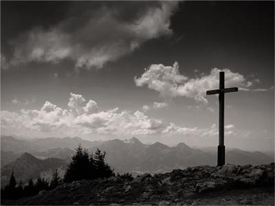 Видишь, там на горе возвышается крест #6 крест горы религия путешествие Альпы Hochries