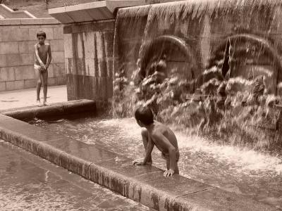 Лета, фонтан, дети