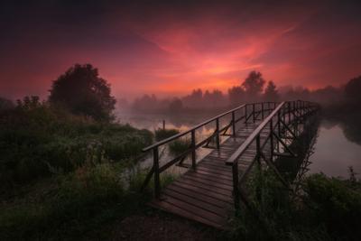 Мост в рассвет озеро горы лес природа закат рассвет красота приключения путешествие облака Урал