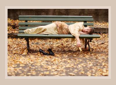 Сон в осеннем парке осень, сон, девушка, спит, листья, скамейка